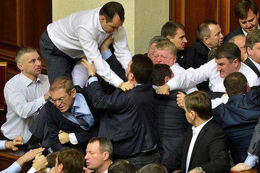 В 2013 году Украину ждут банковский кризис, смена правительства, очередные склоки в Верховной раде и мучительный выбор между Россией и Европой