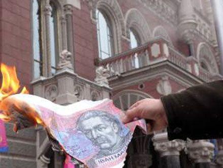 Bloomberg: Нацбанк ведет катастрофическую «советскую» денежно-кредитную политику