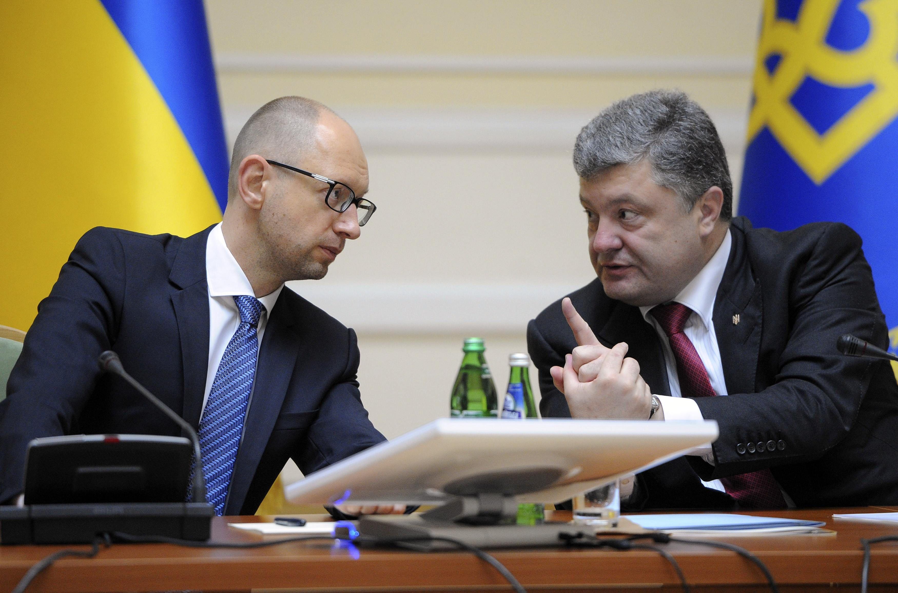 Стало известно, что Порошенко и Яценюк пообещали МВФ в обмен на кредит