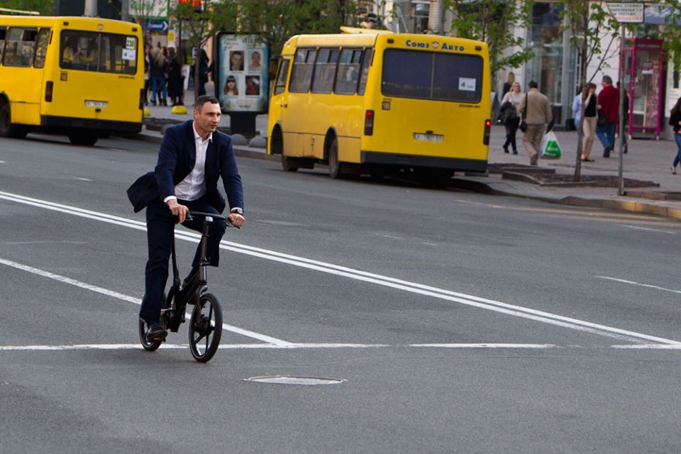 Альтернативный транспорт: все больше киевлян предпочитают ездить на работу на великах
