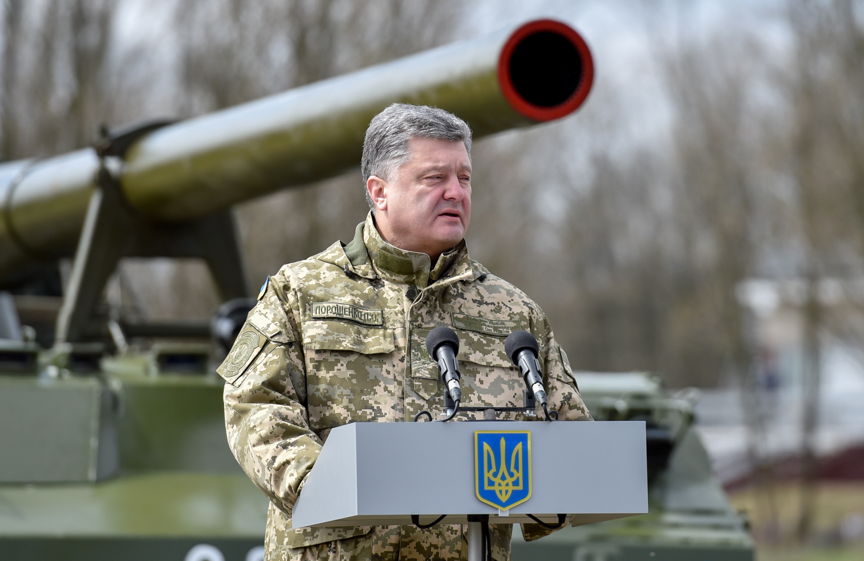 President Poroshenko examined samples of modern weaponry