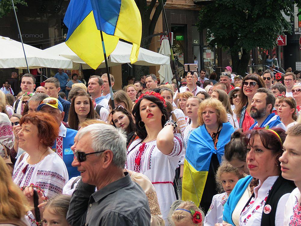 Одесский марш у вышиванках