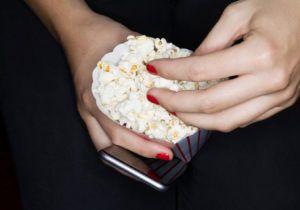 Вживання попкорну робить людей нечутливими до реклами