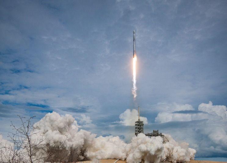 SpaceX повторно запустила в космос вантажний корабель «Dragon» (відео)