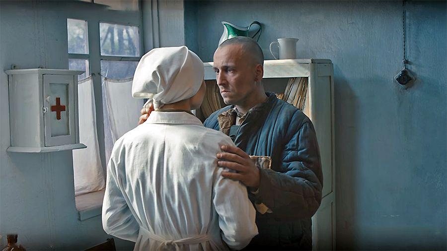 Любов Тищенко і Олег Шульга у фільмі Червоний