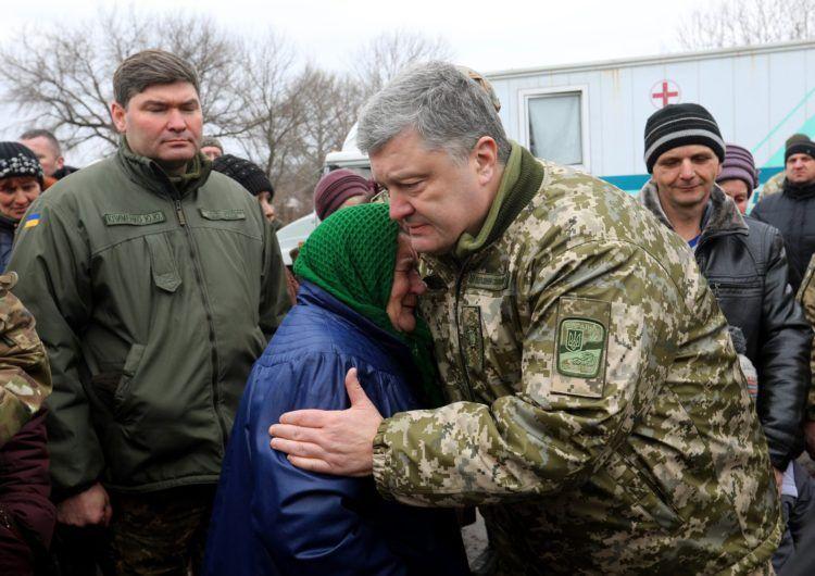 Порошенко відвідав звільнену від окупантів Катеринівку
