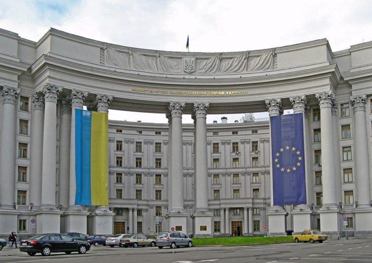 МЗС України пропонує громадянам реєструватися перед поїздками за кордон